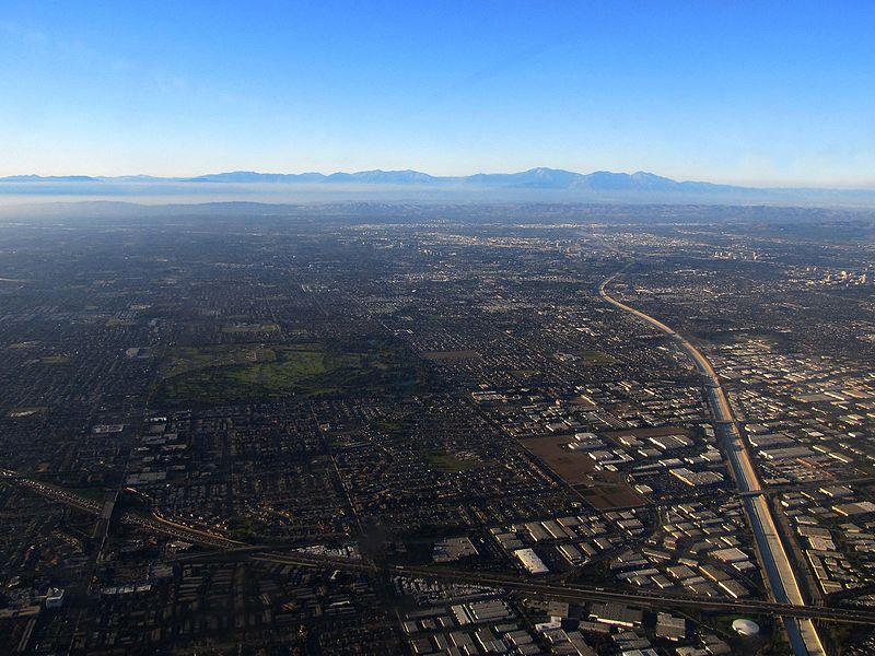 Mile_Square_Regional_Park,_Santa_Ana_River,_and_I-405,_Fountain_Valley,_California_on_Approach_to_Long_Beach_Airport_(6013243671)
