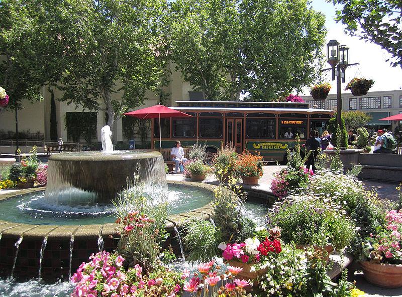 800px-Broadway_Plaza_Shopping_Center_-_Walnut_Creek,_California