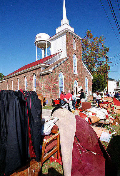 408px-FEMA_-_137_-_Photograph_by_Dave_Gatley_taken_on_11-07-1999_in_North_Carolina
