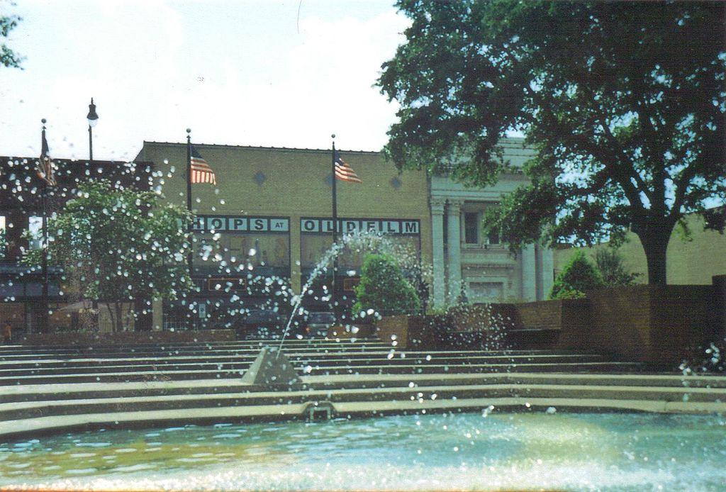 1024px-Lumberton_Fountain
