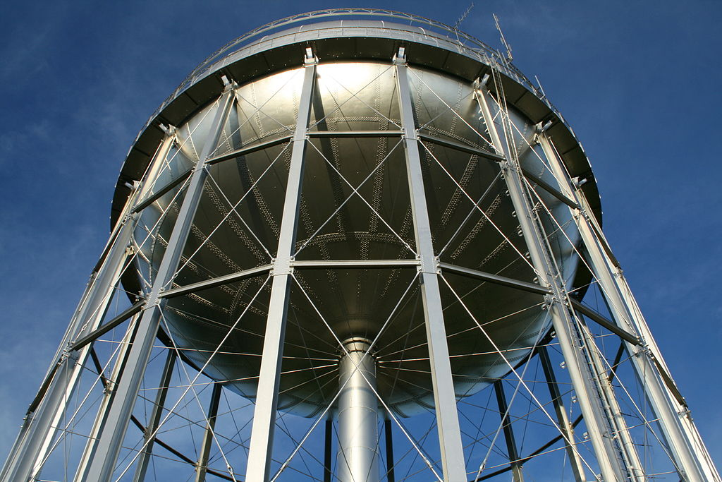 1024px-2008-08-22_Water_tower_in_Burlington_3