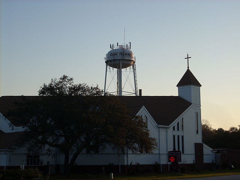 800px-Oak_Island_Water_Tower