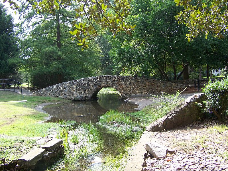 800px-Stone_Bridge_in_Big_Spring_Park,_Cedartown,_Georgia