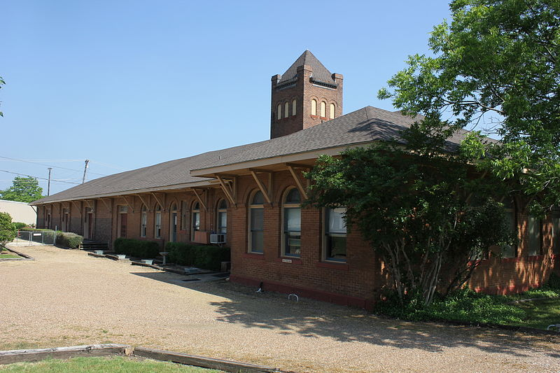 T&P_Depot,_Bonham,_Texas_(7568971706)