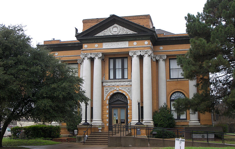 800px-Carnegie_library_cleburne_2010