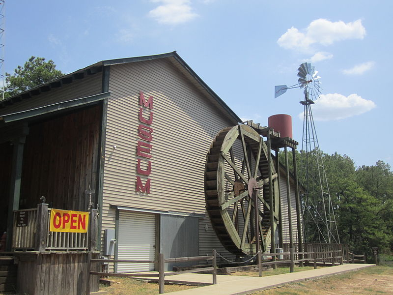 800px-Old_Mill_Museum,_Lindale,_TX_IMG_5303
