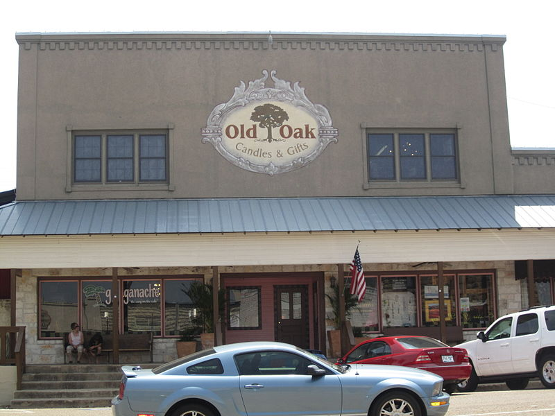 800px-Old_Oak_gift_shop,_Marble_Falls,_TX_IMG_1969