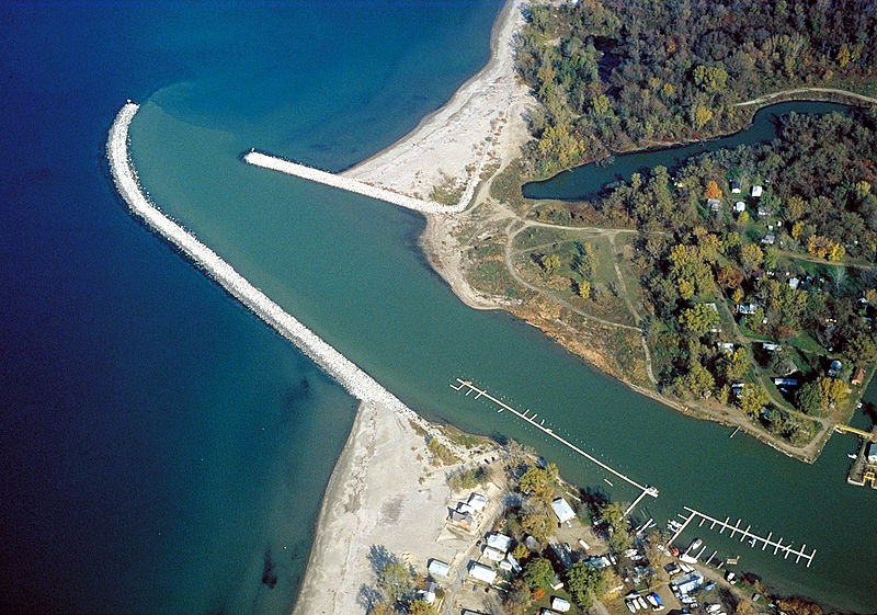 800px-Cattaraugus_Creek_mouth_Lake_Erie