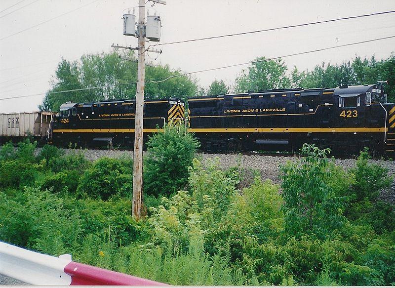800px-Livonia_Avon_&_Lakeville_2001_2