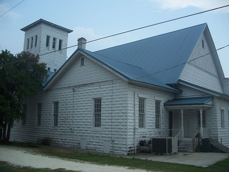 800px-Live_Oak_1st_Afr_Baptist_Church04