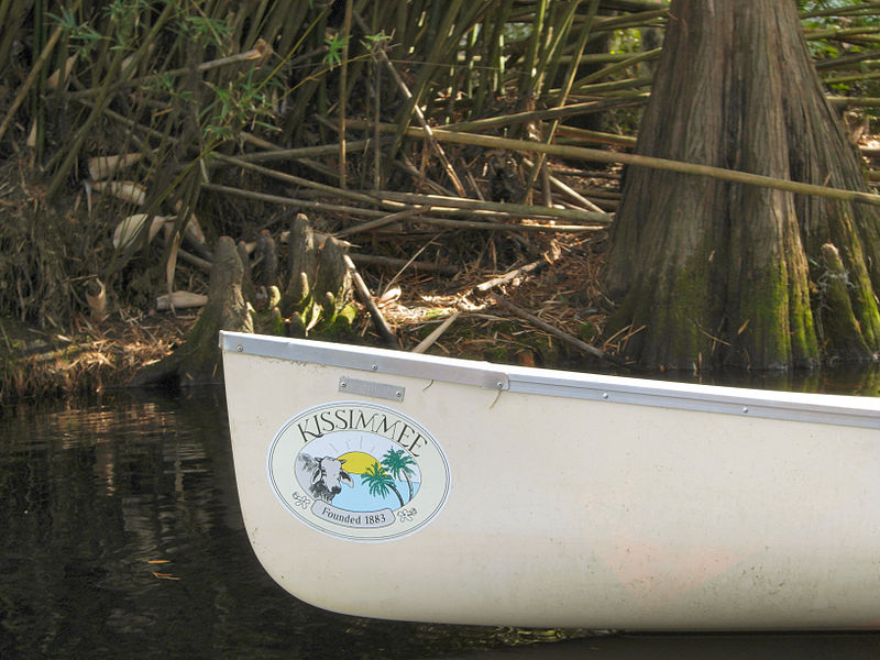800px-Shingle_Creek_Park_-_Canoe