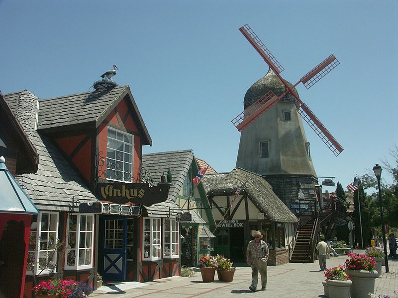 800px-Solvang_California_Windmill