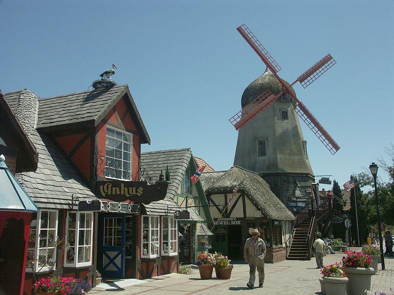800px-Solvang_California_Windmill