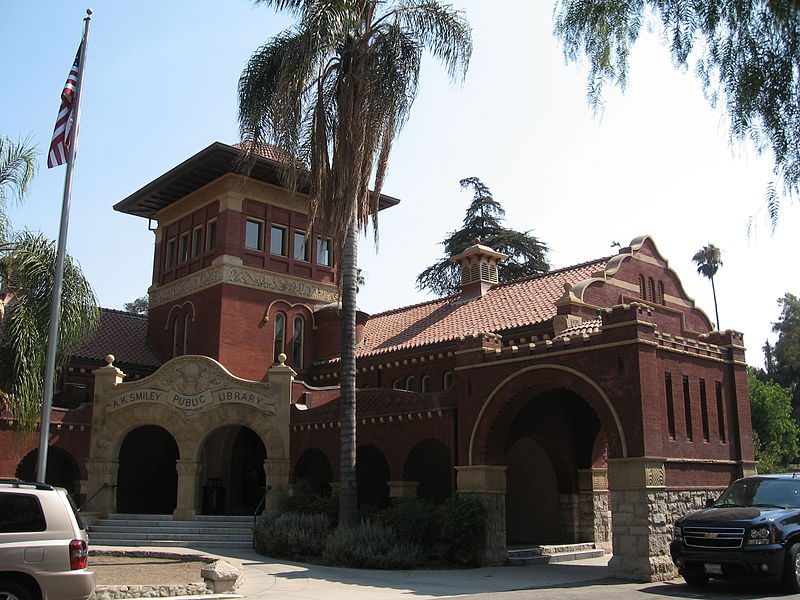 800px-Smiley_Public_Library_in_Redlands,_California