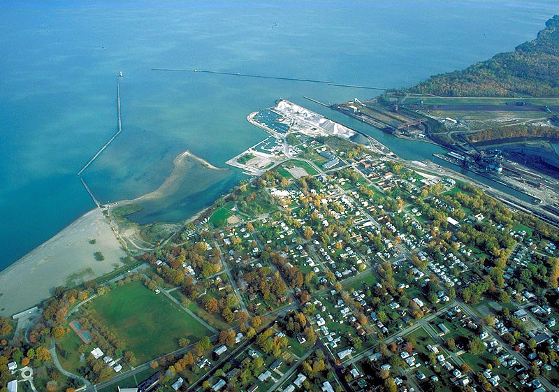 800px-Conneaut_Ohio_aerial_view