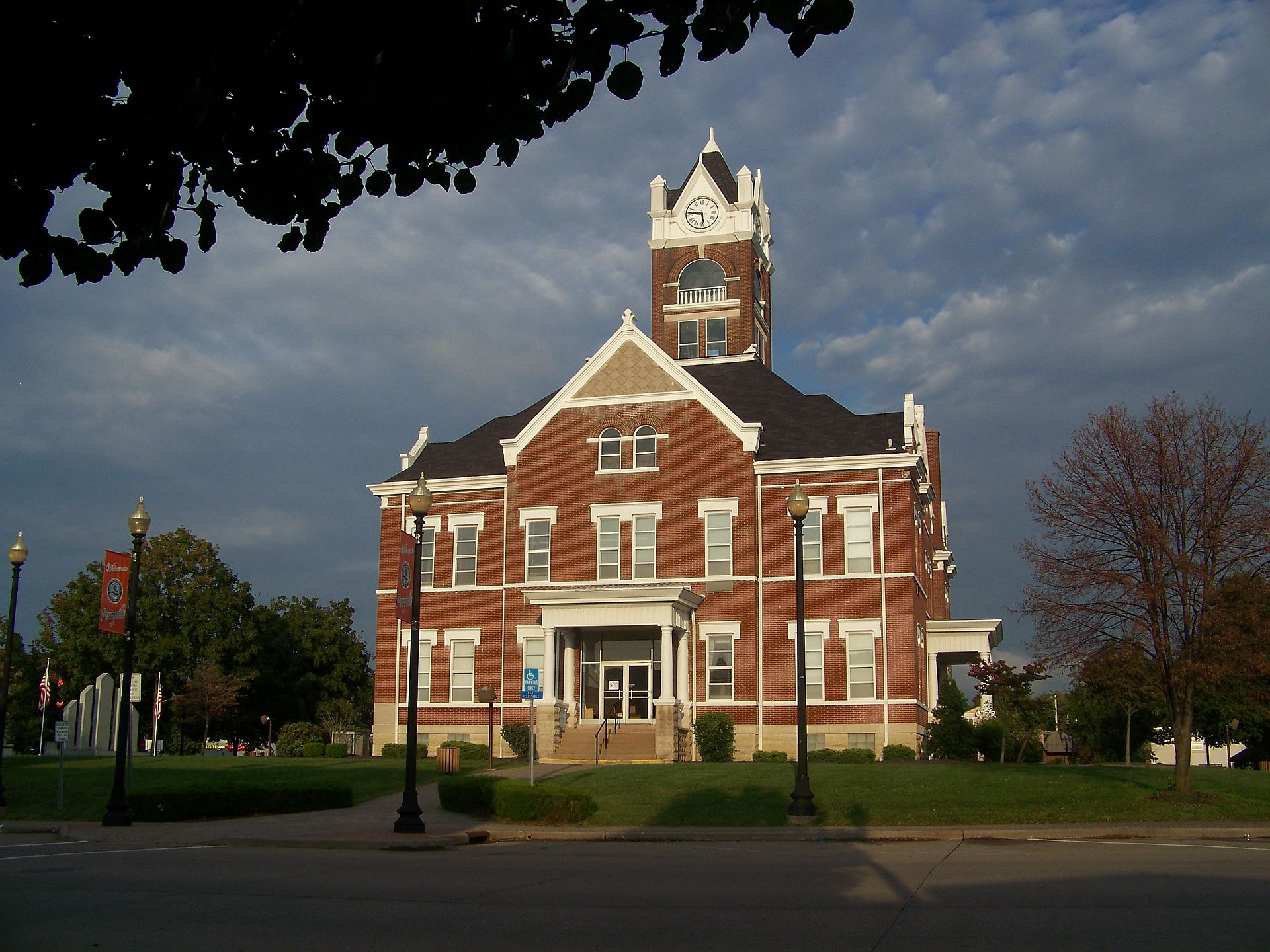 Perryville,_Missouri_County_Court_House_1