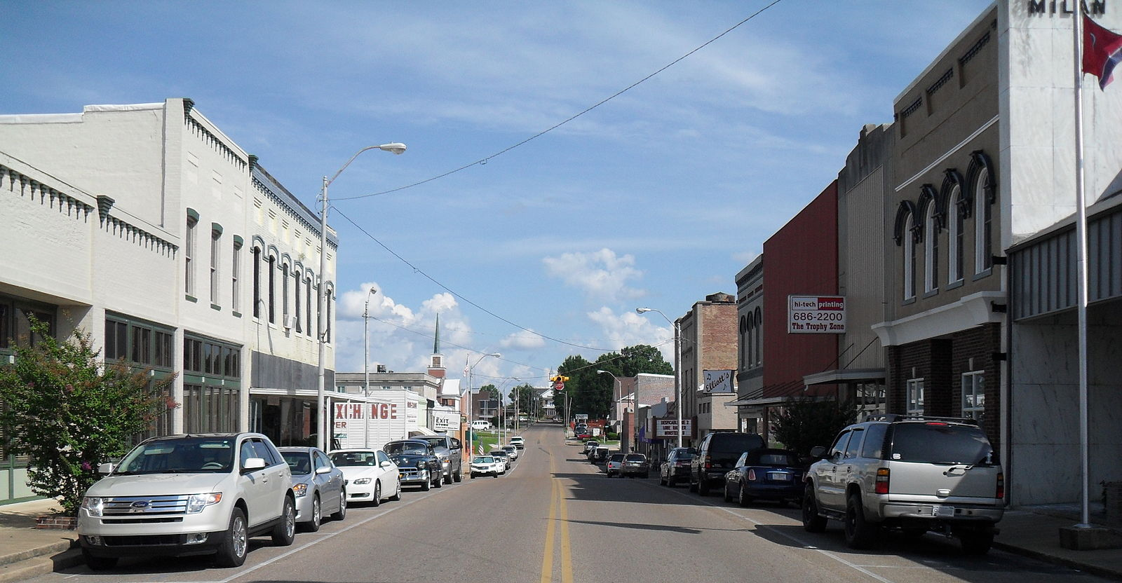 Milan_TN_USA_Main_street_looking_Southeast.