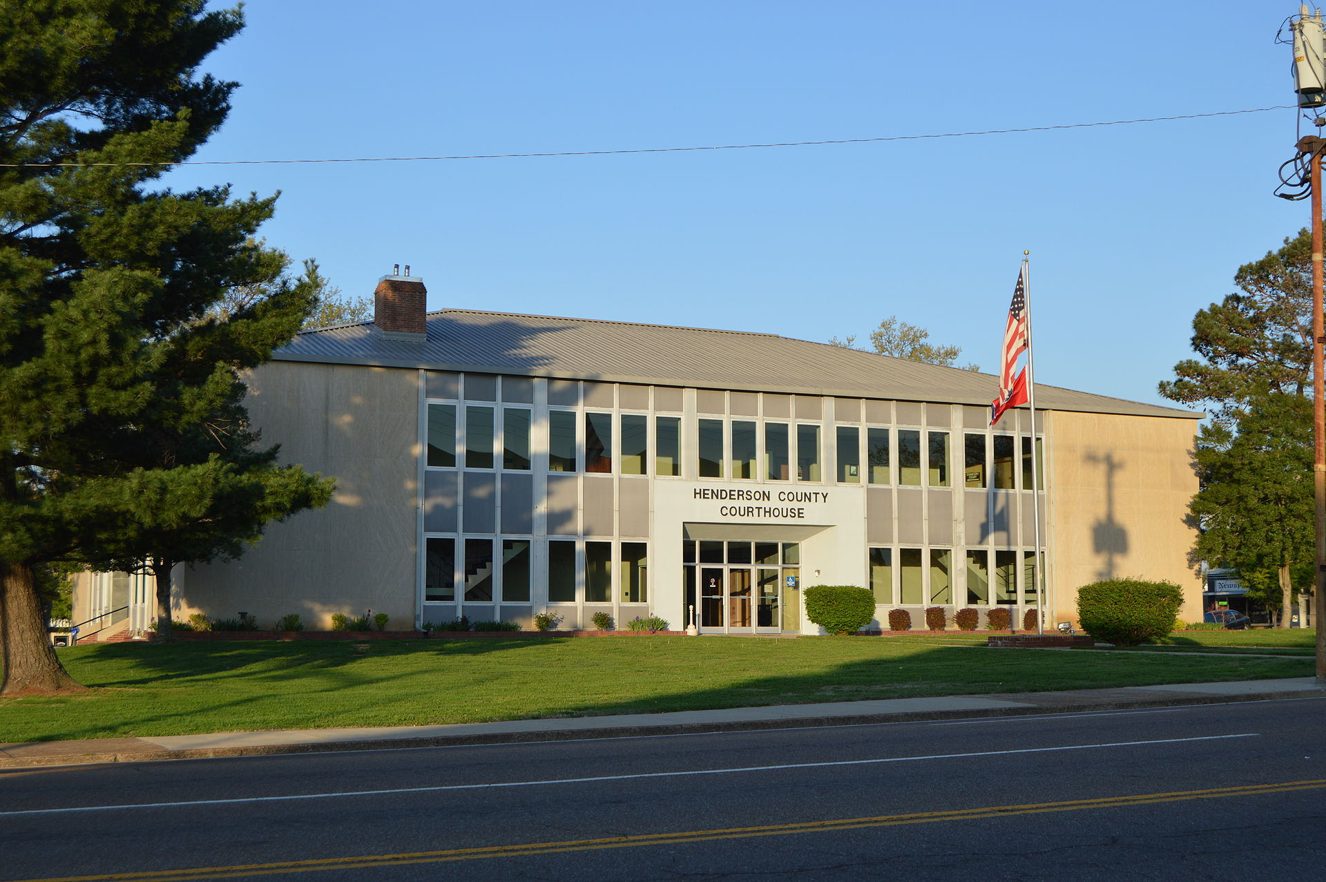 Henderson_County_Courthouse,_Lexington