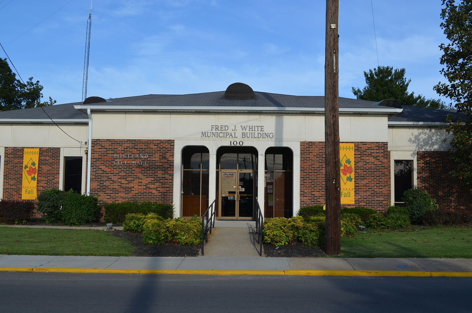 Fred_J_White_Municipal_Building_Portland_Tennessee_2012
