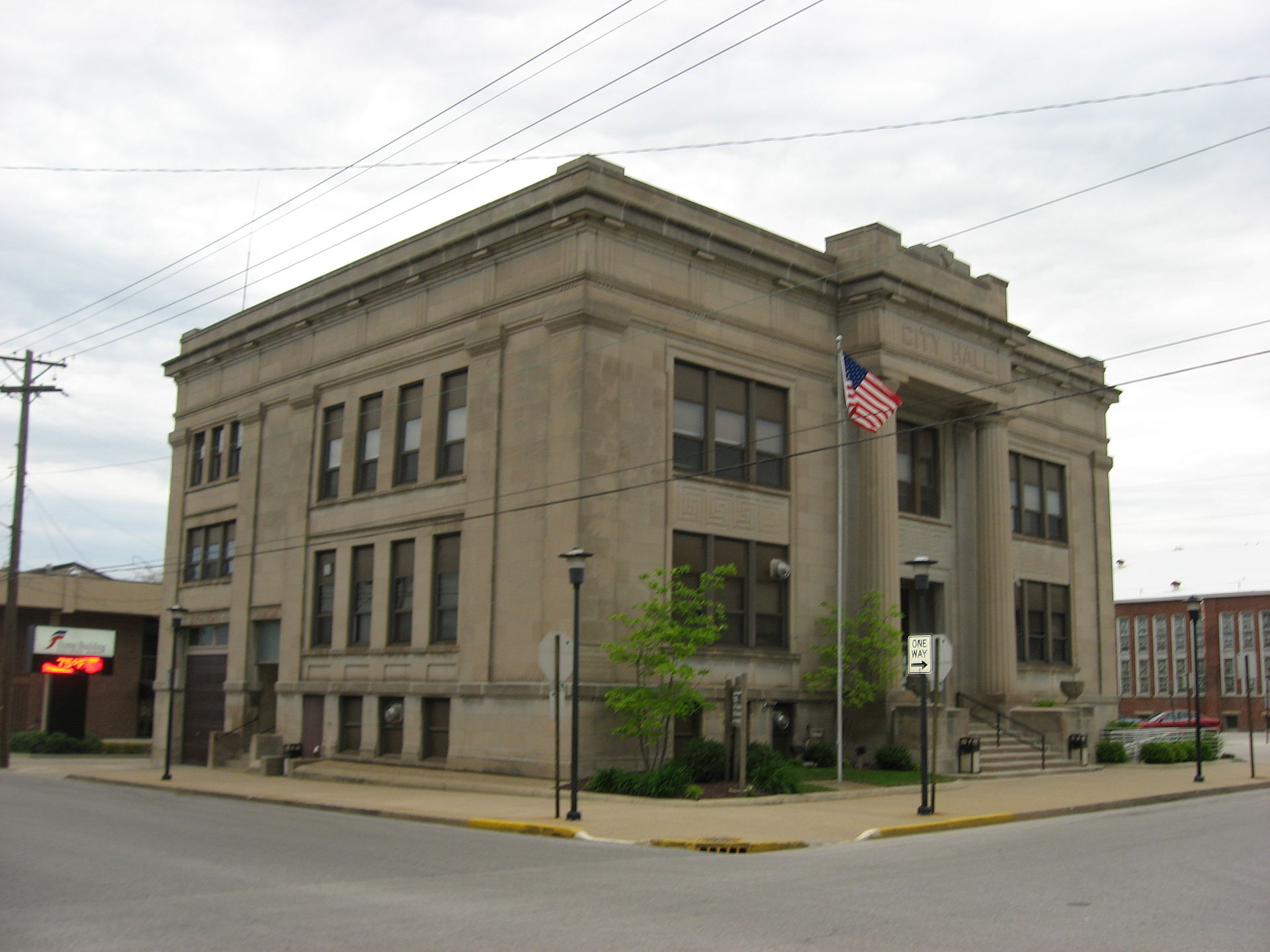 City_Hall_in_Washington,_Indiana