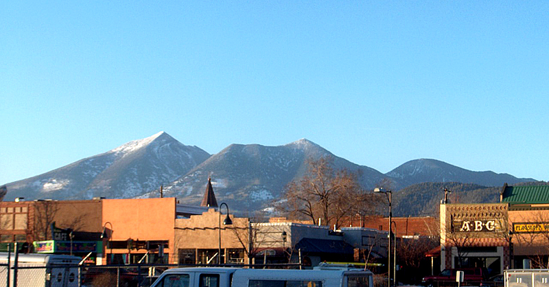 Flagstaff_downtown_SFmtn
