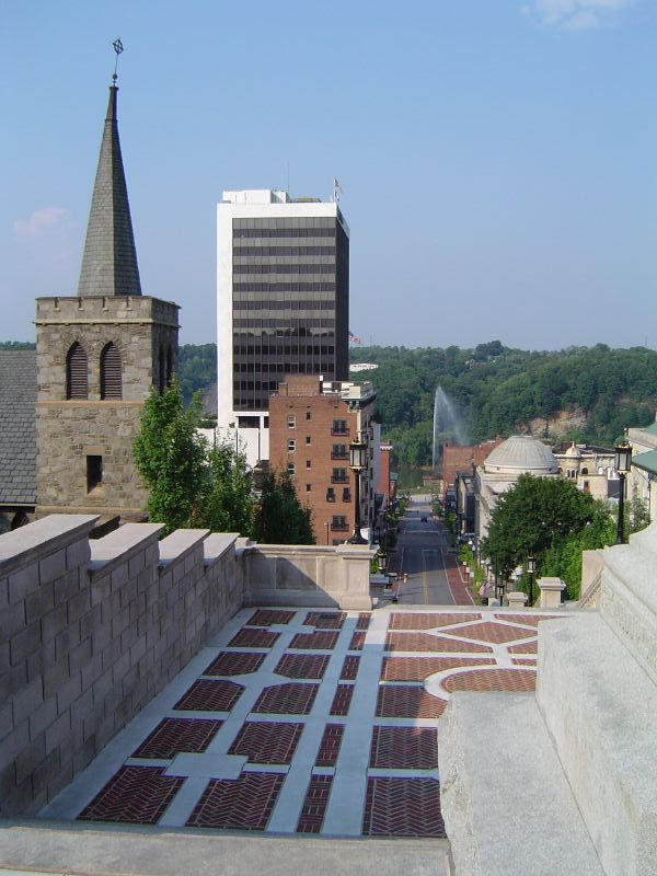 Downtown_from_Memorial_Terrace,_Lynchburg,_Virginia,_USA