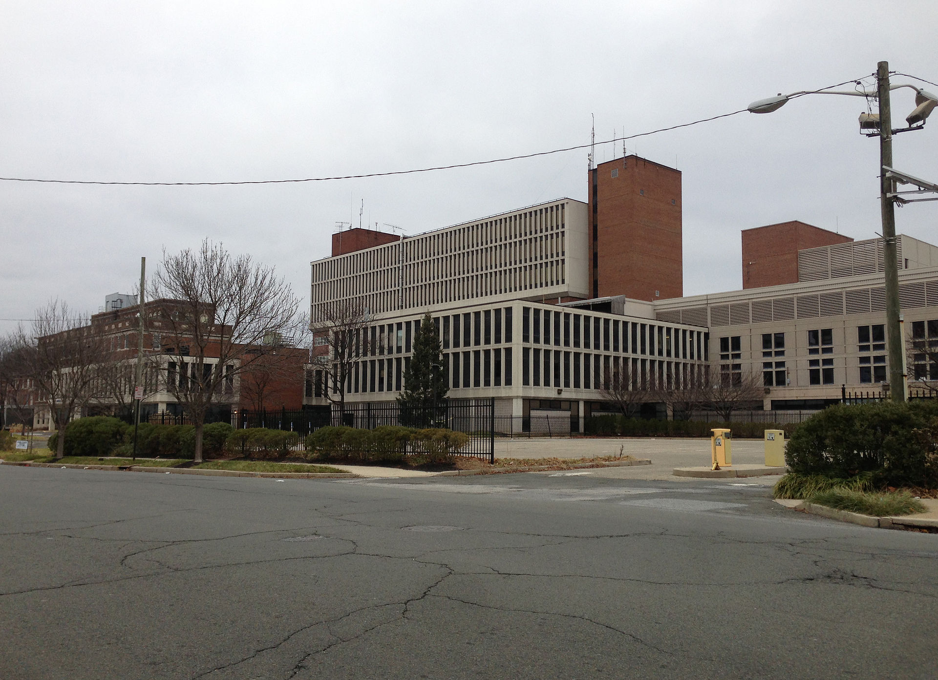 2014-12-20_14_54_30_The_former_Mercer_Medical_Center_on_Bellevue_Avenue_in_Trenton,_New_Jersey