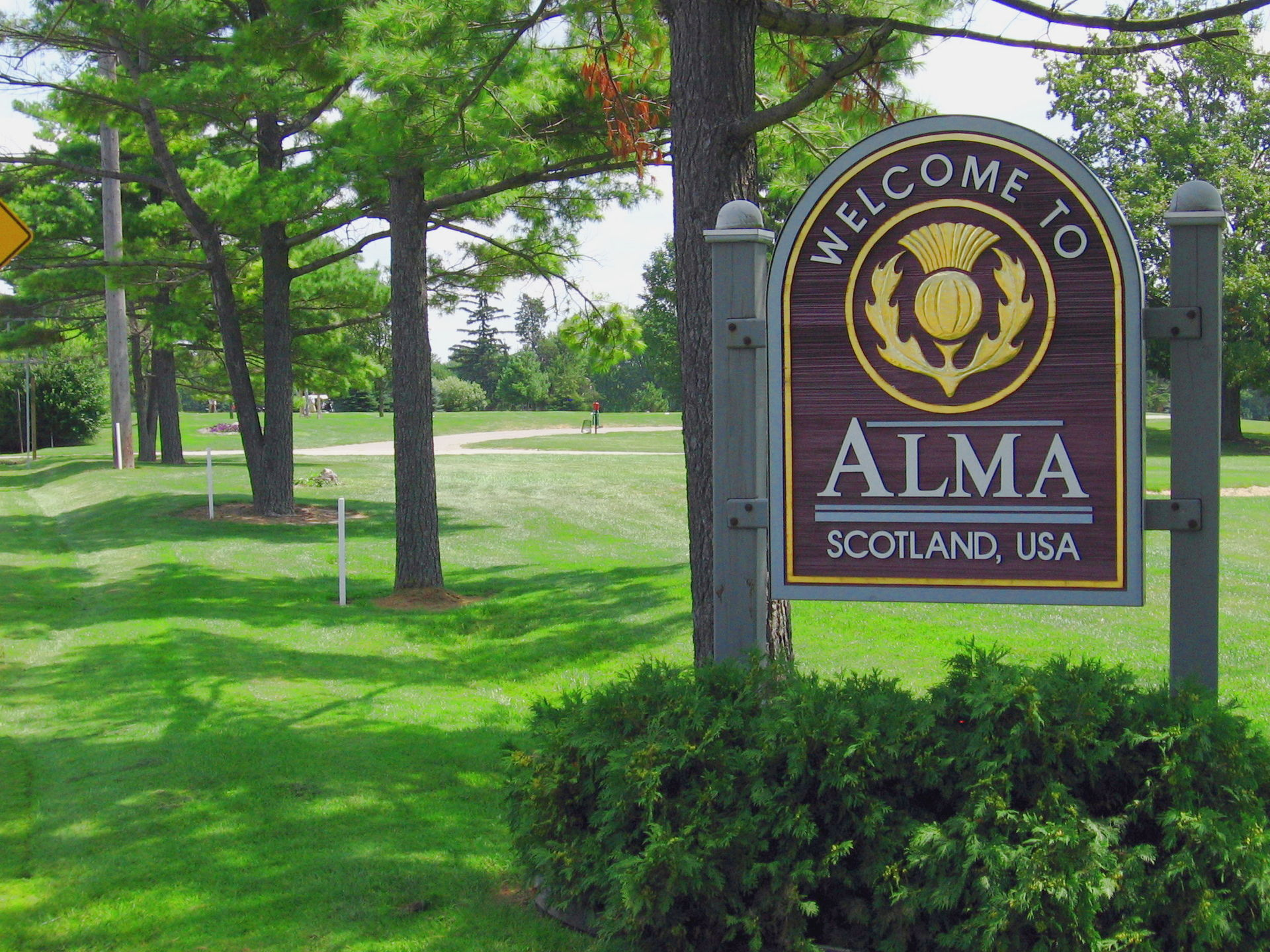 Alma_welcome,_michigan